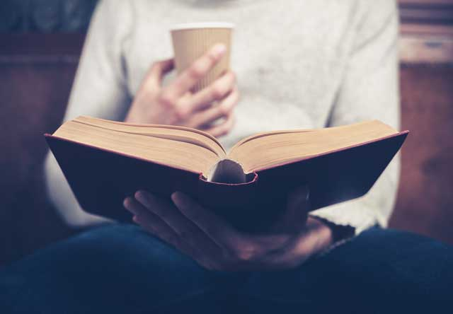 Buch lesen, informieren