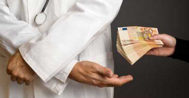 Arzt nimmt Geld von der Industrie