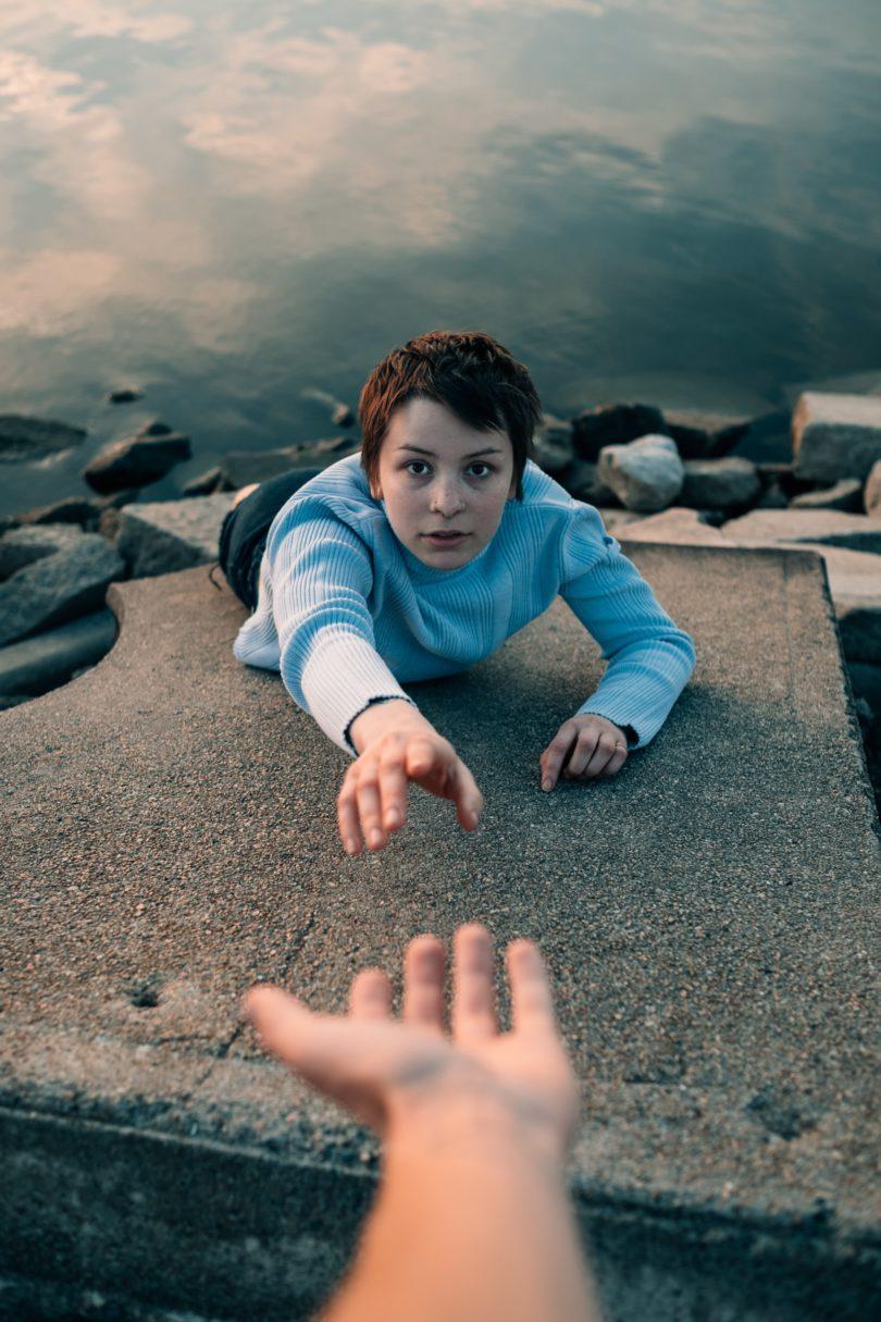 Teenager brauchen helfende Hände.